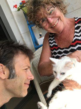 """כלבים חתולים וחשיפה לשמש-וטרינר נייד, וטרינר עד הבית, וטרינר ביקור בית-ד""""ר אוהד טילס מרקוס"""